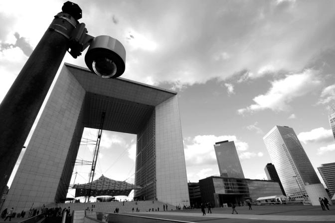 Überwachundkamera in Paris, La Defence: copyright nixzen