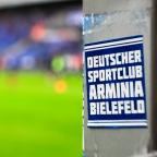 Müller auf Socken und 2000 Fans beim Arminia Trainingsauftakt.